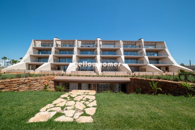 Unique 4-bed penthouse with private pool and sea and golf views in Vilamoura